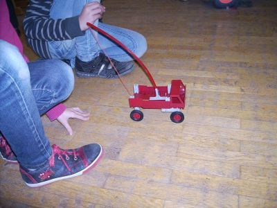 Rad-Fahrzeugbau mit Federmotor