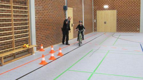 Fahrradübung Hindernis